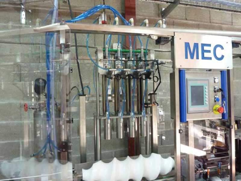 La « Videuse linéaire MEC » permet de vider les bouteilles où la prise de mousse est faite